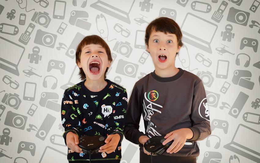 ninos jugando videojuego