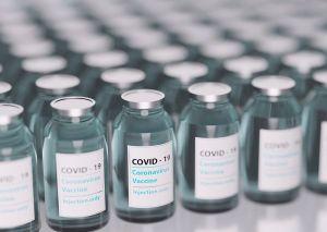 sanitarios contra bulos vacuna covid