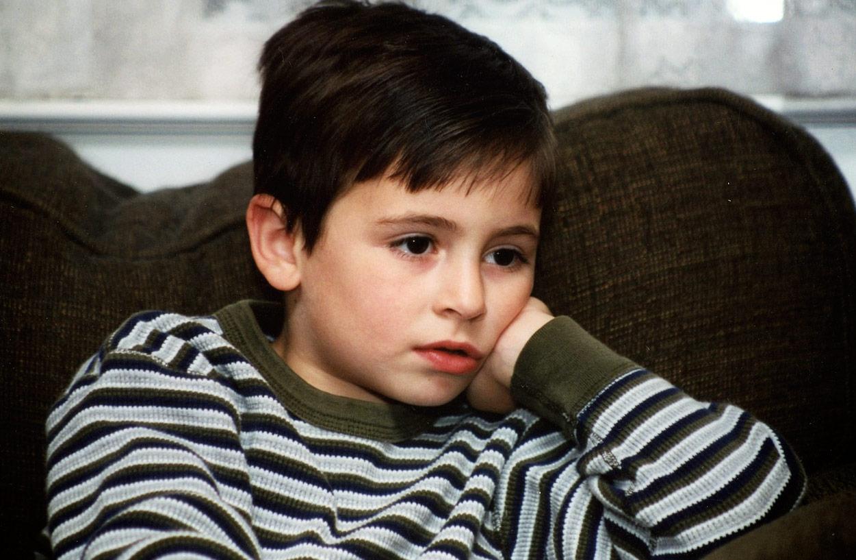 binge watching peligros niños enganchados series