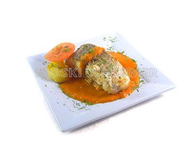 Palometa con salsa de tomate
