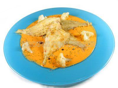 Gallitos fritos sobre crema de coliflor al pimentón