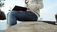 Adolescente leyendo2 mono