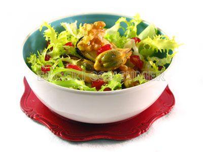 Receta de ensalada de escarola con mejillones, granada y nueces