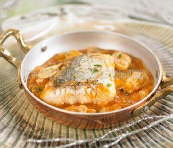 Lomo de merluza en salsa marinera de almejas