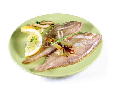 Gallo a la plancha con limón y ajetes tiernos salteados