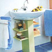 Un atractivo mueble de ba o para esconder el desag e de for Cambiar lavabo de pie por mueble