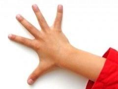 ¿Por qué aparecen manchas blancas en las uñas?