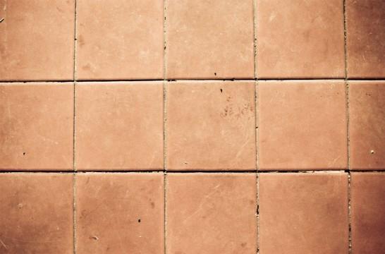 Reparar los azulejos flojos eroski consumer for Pintar suelo ceramico