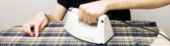 Planchar la ropa con la tetera o el colchón y 6 trucos más