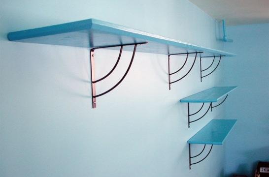 C mo colocar un estante en la pared eroski consumer - Colgar la tele en la pared ...