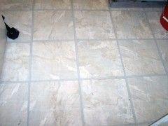 Claves para colocar un suelo de vinilo eroski consumer for Losetas de vinilo autoadhesivas para bano