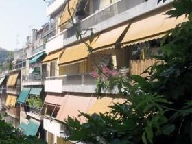 Un toldo para aprovechar el balc n en verano eroski consumer for Toldos de balcon
