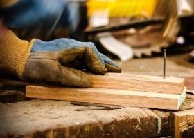 Guantes gafas y mascarillas seguridad para los trabajos manuales