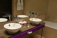 Encastrar un espejo en los azulejos del ba o eroski consumer for Espejos para pegar