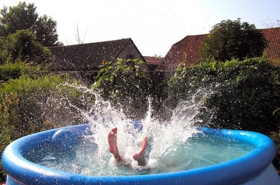 Una piscina en el jard n o la terraza eroski consumer for Piscinas desmontables para terrazas