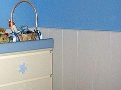 Un friso de madera para decorar y proteger la pared - Colocar friso en pared sin rastreles ...