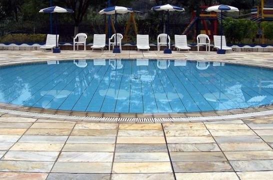 Vacaciones baratas en la piscina eroski consumer for Piscinas para perros baratas