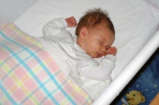 Las mejores posiciones para dormir al beb eroski consumer - Cuna de mimbre para bebe ...