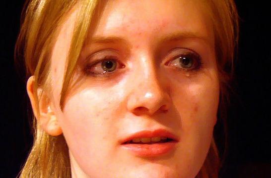 Resultado de imagen de postales de mujeres llorando