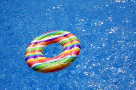 Preparar la piscina para el invierno eroski consumer for Piscinas eroski