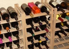 Hacer un botellero para guardar el vino eroski consumer - Botelleros de madera rusticos ...
