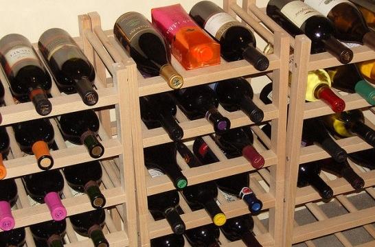 Hacer un botellero para guardar el vino eroski consumer - Estanterias para botellas ...