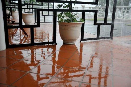 Protecci n de suelos de barro o terracota eroski consumer - Como limpiar suelos de barro ...