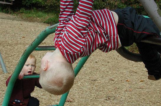 Niños pequeños: cómo prevenir accidentes | EROSKI CONSUMER
