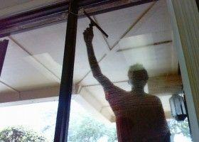 Consejos para limpiar las ventanas eroski consumer - Herramientas para limpiar cristales ...