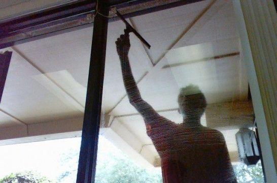 como limpiar el aluminio blanco de las ventanas