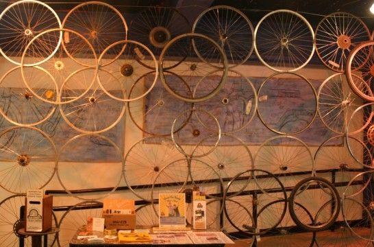 Bicicletas reutilizadas en la decoraci n del hogar - Decoracion con ruedas ...