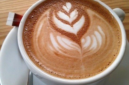 Ideas para decorar capuchinos eroski consumer for Decoracion con tazas de cafe
