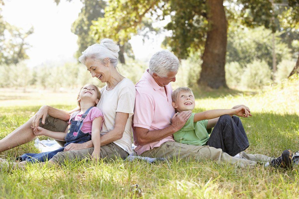 Resultado de imagen para llevar a los abuelos de vacaciones