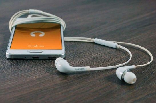 f21e698a5b1 Cinco auriculares con micrófono para hablar por teléfono | EROSKI ...