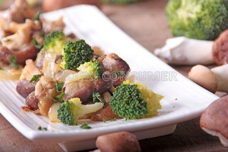 Salteado de setas y brócoli