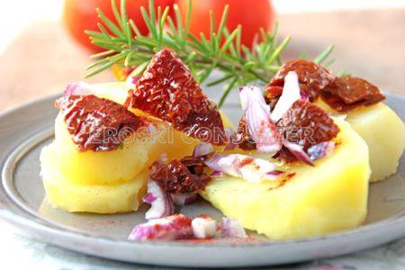 Ensalada de patatas y tomates secos