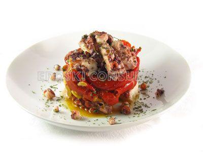 Pulpo con fritada de pimientos rojos