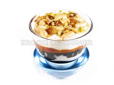 Salsa de yogur con caramelo y frutos secos