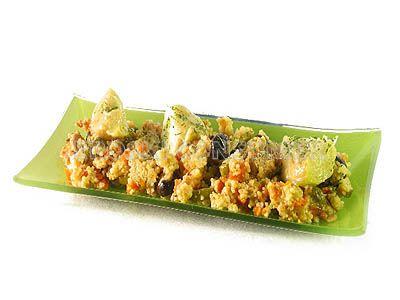 Cuscús con salteado de pimientos, aceitunas y corazones de alcachofas